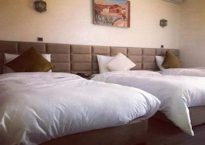 chambre triple vue sur la piscine hotel Farah Al Janoub